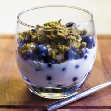 matcha granola yogurt and blueberries