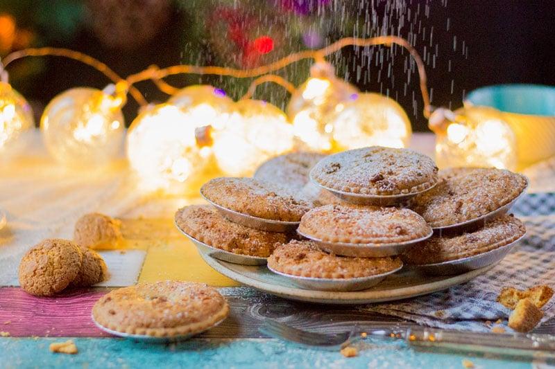 frangipane mince pies with icing sugar
