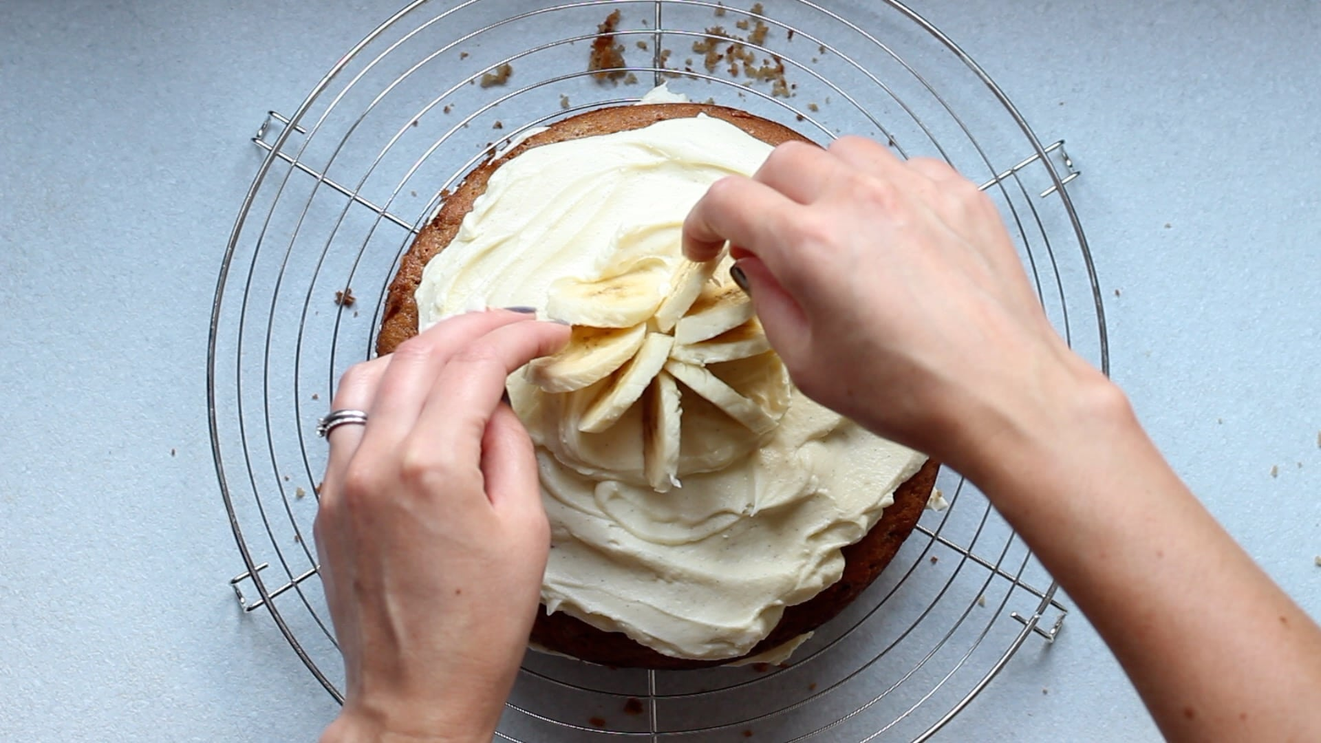 decorate with freshly sliced banana and honey