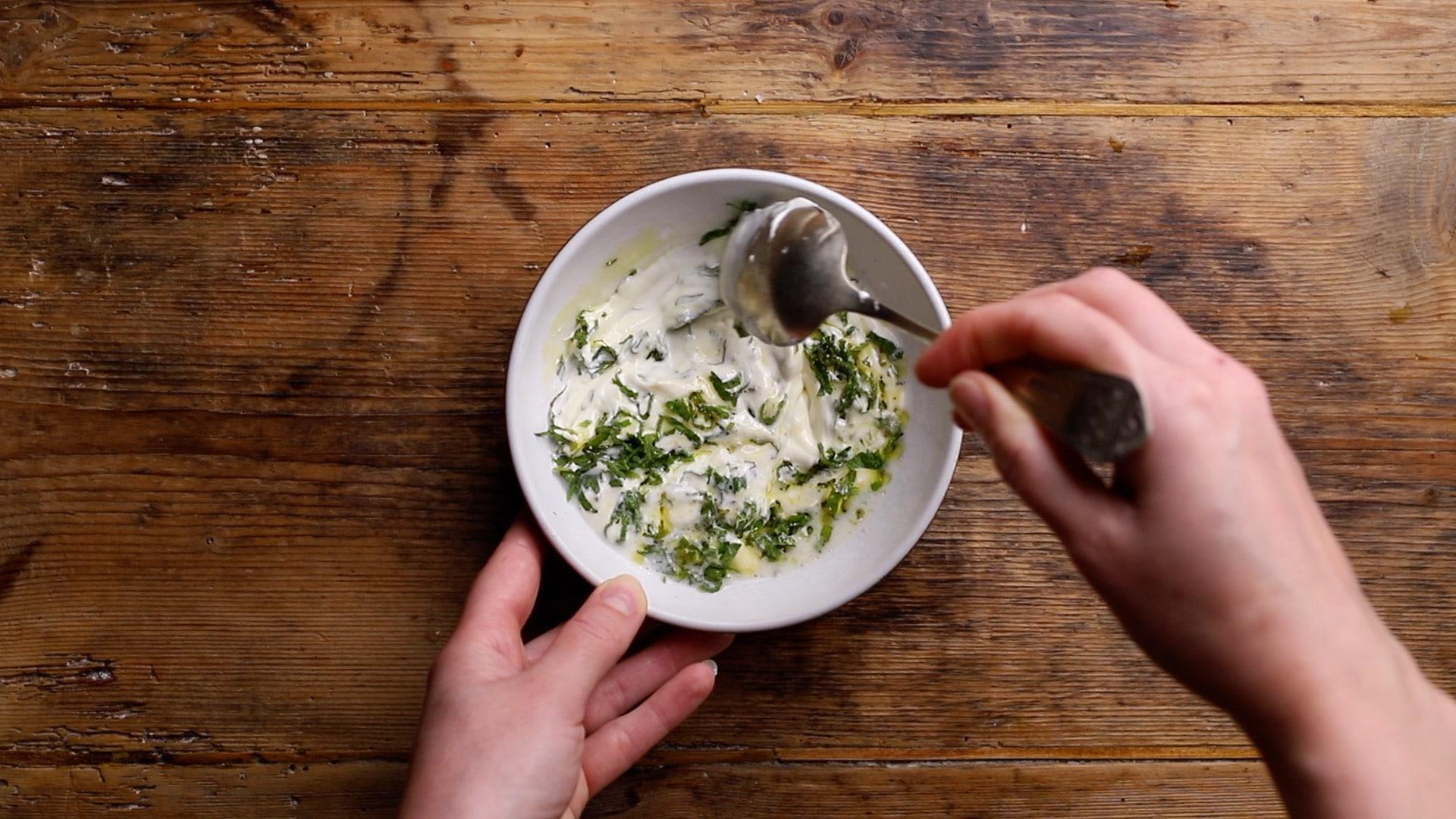 mix together yogurt, lemon juice, garlic granules and mint